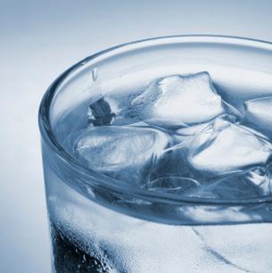 Hindari Minum Air Dingin Setelah Makan