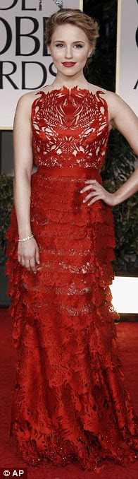 Tons de ameixa: Emma Stone vestida com um vestido Lanvin mergulhando, Tina Fey também optou por um tom de púrpura, enquanto Glee atriz Dianne Aragon para um vestido vermelho intrincados