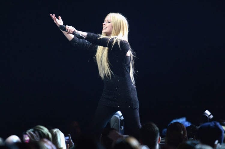 Avril-Lavigne-at-103.5-Kiss-Fm-Jingle-Ball-in-Chicago-Photo-Pictures-