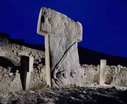 An_arm_a_fox_and_other_strange_carvings_adorn_stones_at_Turkey_Gobekli_Tepe_-_Berthold_Steinhilber-01