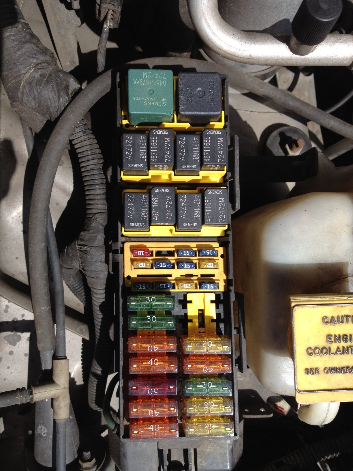 Jeep Cherokee Electrical 1997 2001 Xj Fuse Relay Identification Reference Guide To The Fuses Ratings Amps Relays And Circuit Information