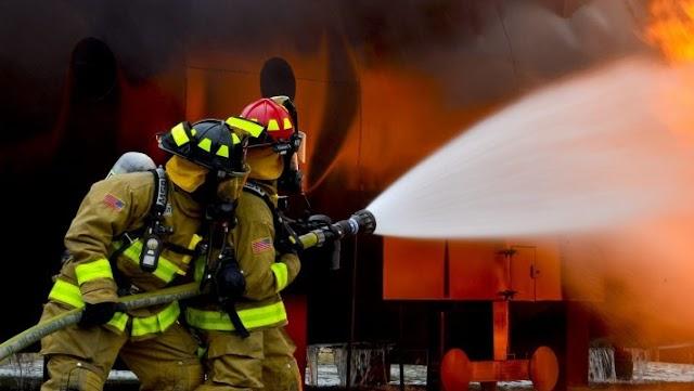 Σεμινάριο πυρόσβεσης: 5 απλά πράγματα που έκαναν οι Ρουμάνοι πυροσβέστες για να ανακόψουν τη φωτιά στην Εύβοια