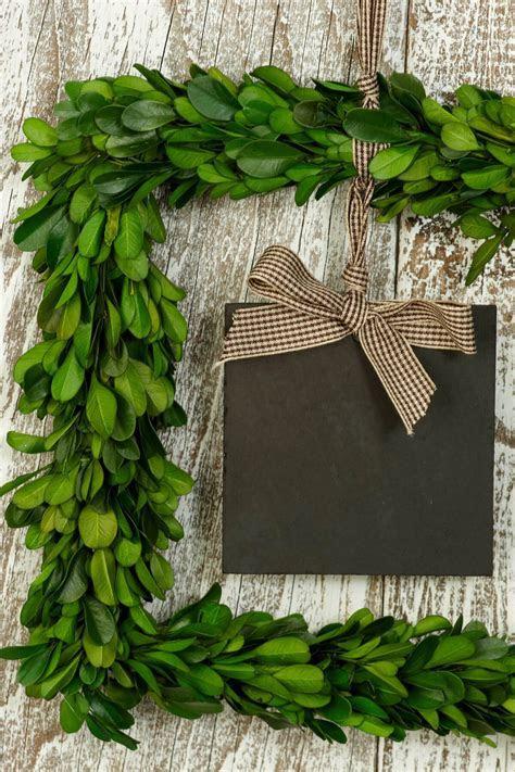 "Square 8.5"" Preserved Boxwood Wreath Blackboard"
