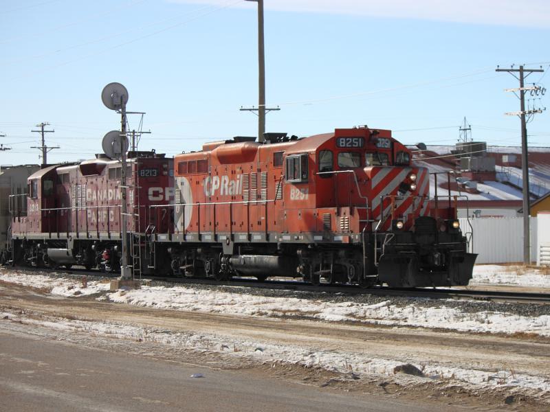 CP 8251 and CP 8213 in Winnipeg