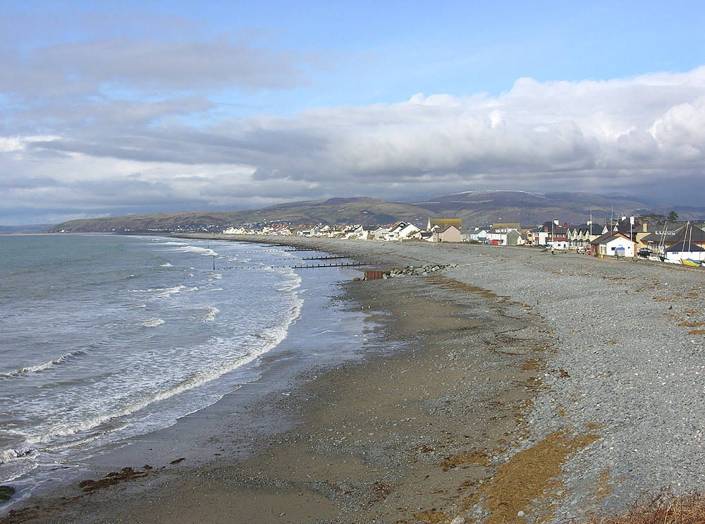 File:South end of Borth beach - geograph.org.uk - 582781.jpg