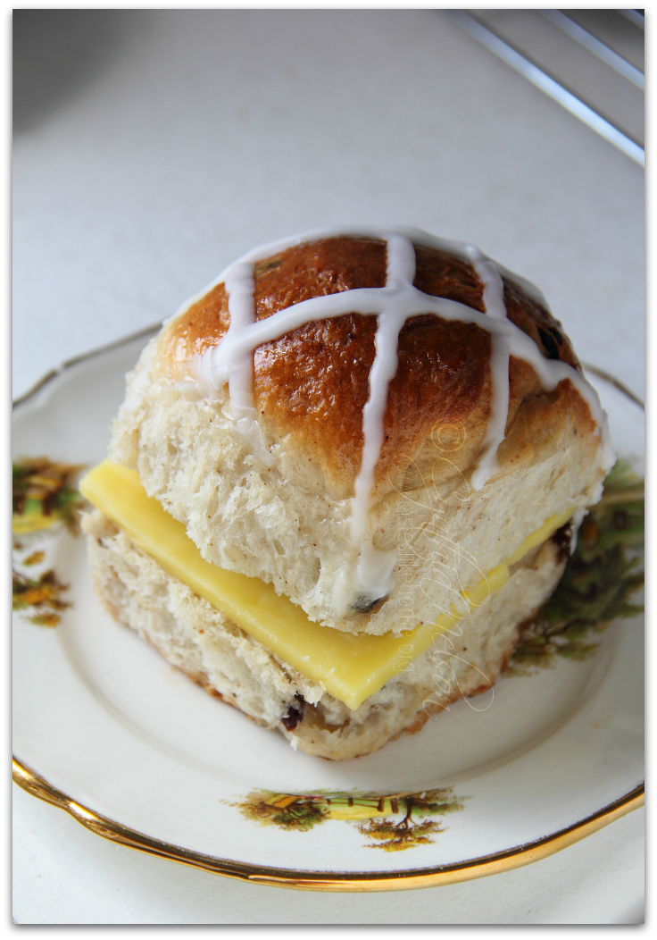 Cross Bun photo cbun10_zpszswaadxz.png
