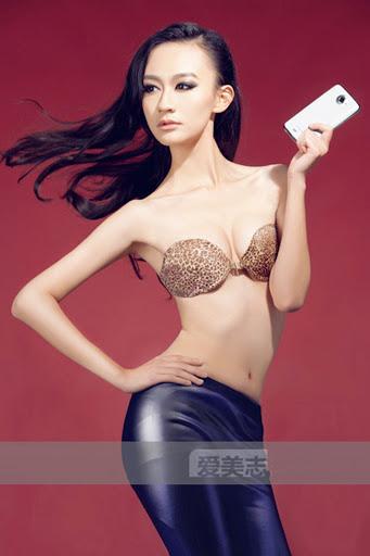1459931128 7 Những bóng hồng gợi cảm bên smartphone