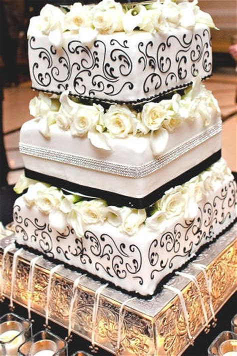 Wedding Cake Charm Pulls: New Orleans wedding cake with