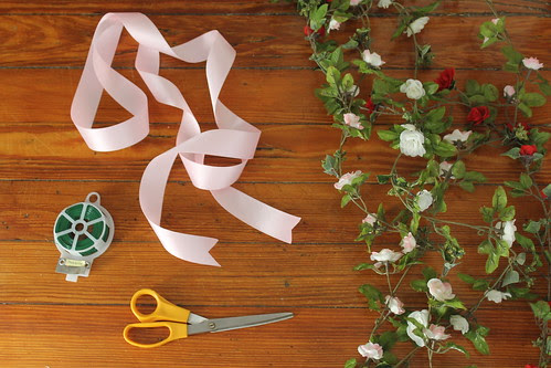 How to make an XO Valentine's Day wreath