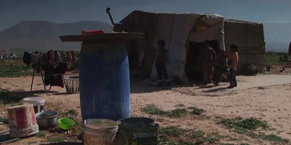 Na Síria, conflitos que se estendem desde 2011 afetam a população, dificuldades até mesmo a moradia / Foto: Reprodução Youtube - Fundação AIS