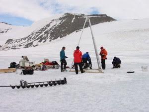 La perforación equipo de investigación en el Lago Hodgson.  (Crédito: BAS)