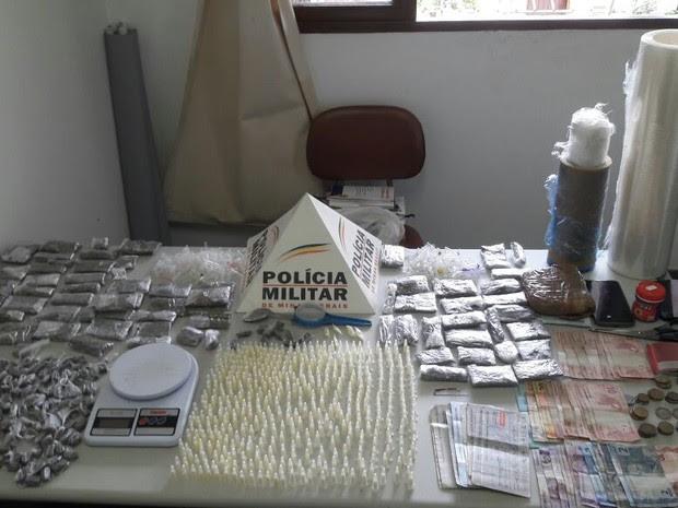 Polícia apreende quantidades de maconha e cocaína em Itamonte (Foto: Polícia Militar)
