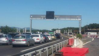 Llargues cues a l'autopista prop de La Jonquera