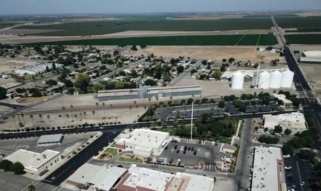 Городок Коркоран в Калифорнии постепенно уходит под землю из-за сильной засухи