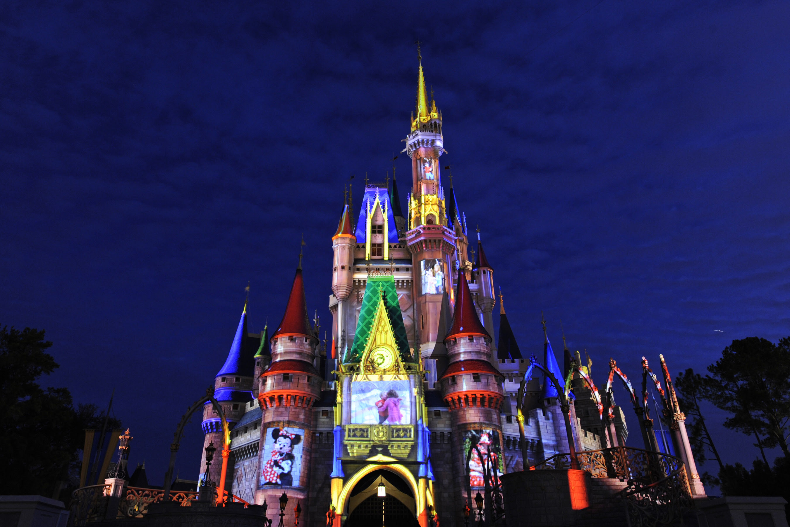Do you pay off your Disney World trip before you go
