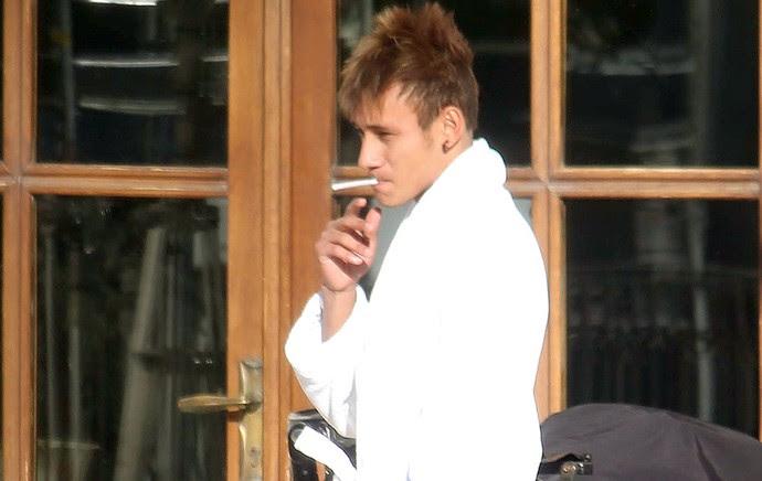 neymar_fumando