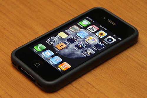 iPhone 4 32GB Black + Bumper Black (Front)