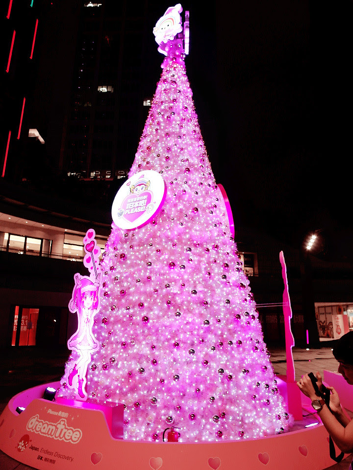 pink Christmas tree at taipei