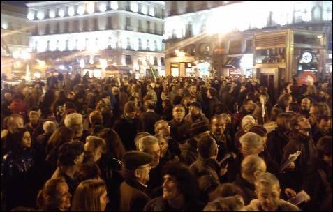 Miles de personas se concentran en la Puerta del Sol en Madrid. -AB