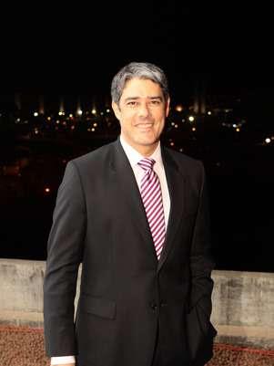 William Bonner tentou evitar que um funcionário não identificado aparecesse no ar Foto: TV Globo / Divulgação