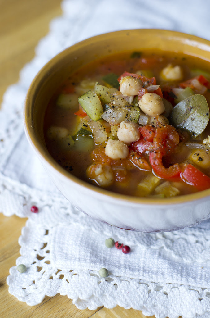 Kikerhernesupp suvikõrvitsaga / Chickpea and courgette soup