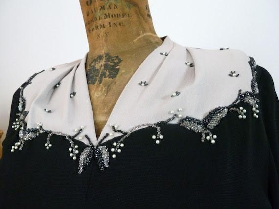 Vintage 40s Large Taupe PEARL LEAF Dress