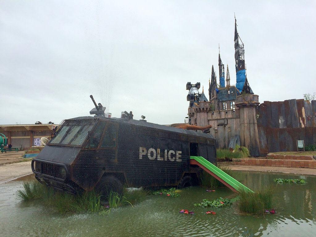 Dismaland, por Banksy: esta é a versão obscura da Disneylândia 01