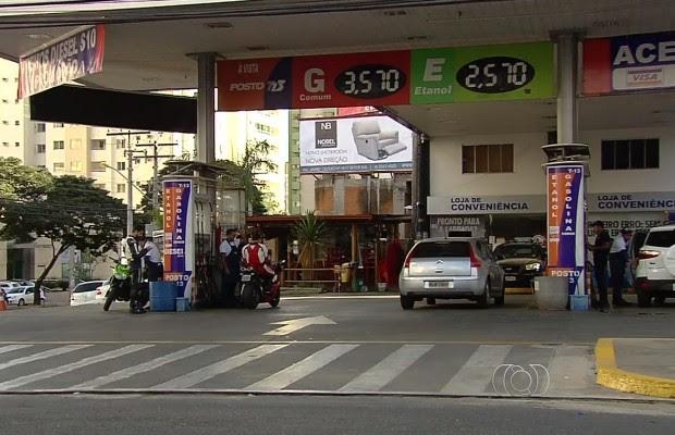 Postos terão que reduzir o preço dos combustíveis em Goiânia, Goiás (Foto: Reprodução/TV Anhanguera)