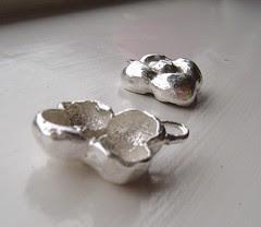 flower earrings side