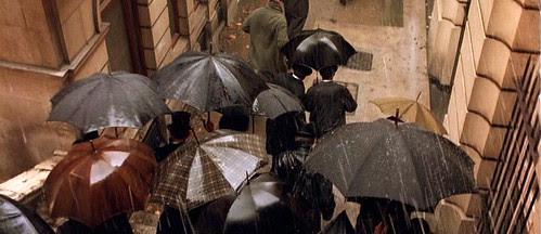 howardsend_umbrellas_crowd