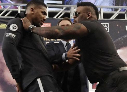 [Video] Jarrel Miller violently pushes Anthony Joshua at their first face-off