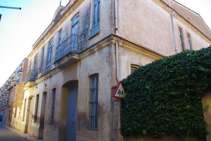 El antiguo colegio  Santísima Trinidad de Carpesa permanece cerrado desde hace 15 años