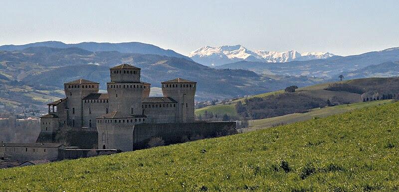 Archivo: Castillo Torrechiara.JPG