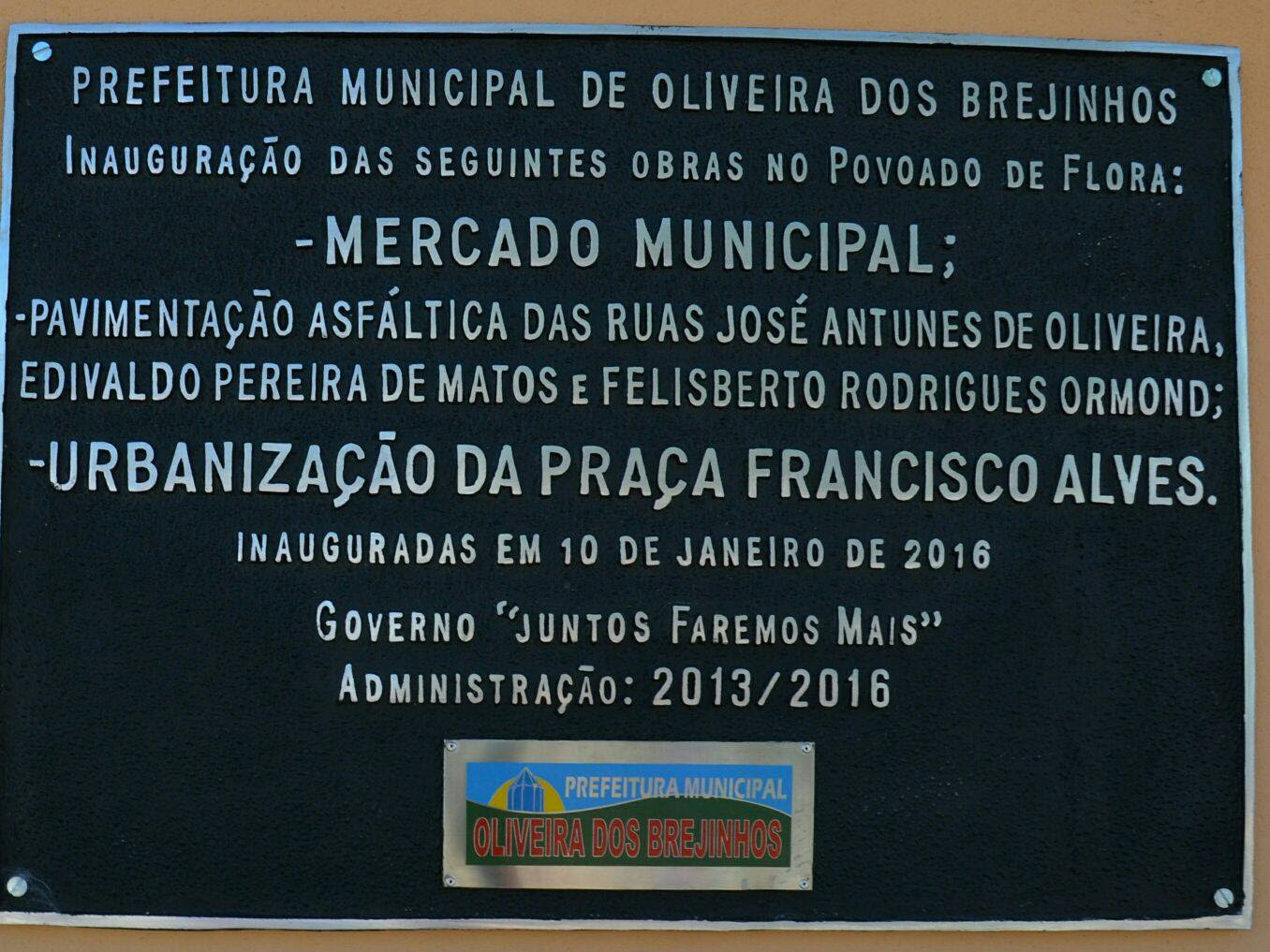 Placa de inauguração das obras no Povoado de Flora Reprodução Prefeitura Municipal