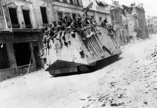 Westfront, deutscher Panzer in Roye
