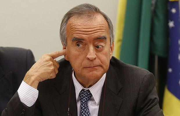 O ex-diretor da Petrobras, Nestor Cerveró, presta depoimento na CPI da Petrobras em Brasília (Foto: Wilson Dias/Agência Brasil)