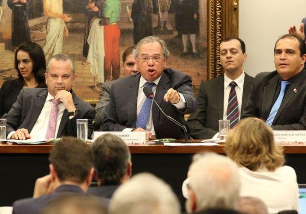O ministro da Economia, Paulo Guedes, em audiência na Câmara dos Deputados (Foto:  Fabio Rodrigues Pozzebom/Agência Brasil)