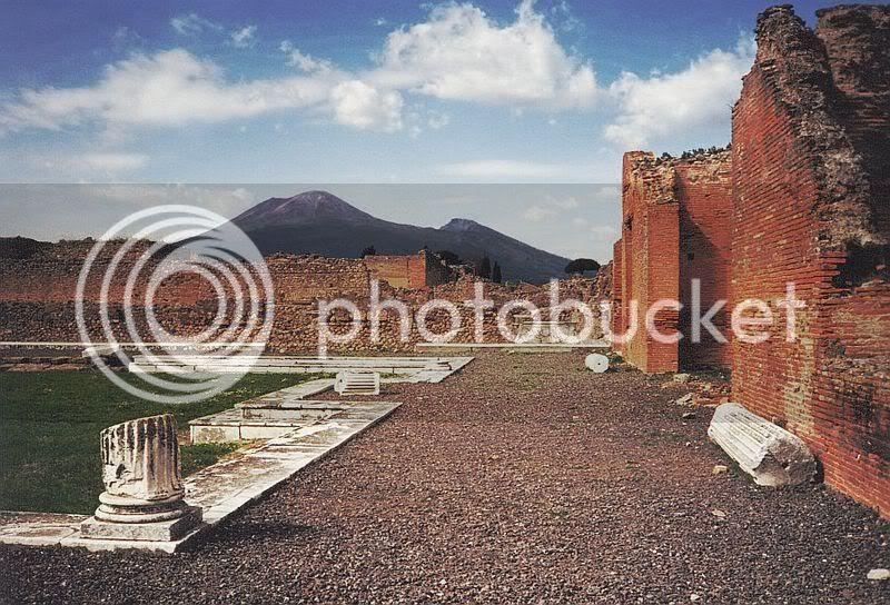http://i624.photobucket.com/albums/tt327/deathnotekira77/800px-Vesuvius_from_Pompeii.jpg