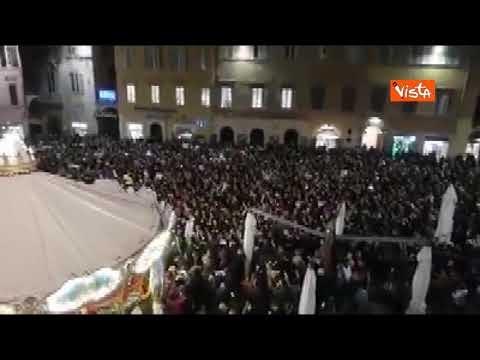 Sardine: in migliaia a Perugia cantano 'Bella Ciao'