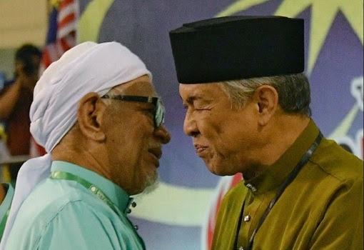 PAS Hadi Awang and UMNO Zahid Hamidi - Whispering