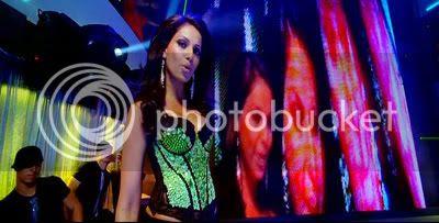 http://i347.photobucket.com/albums/p464/blogspot_images1/Bachna%20Ae%20Haseeno/57.jpg