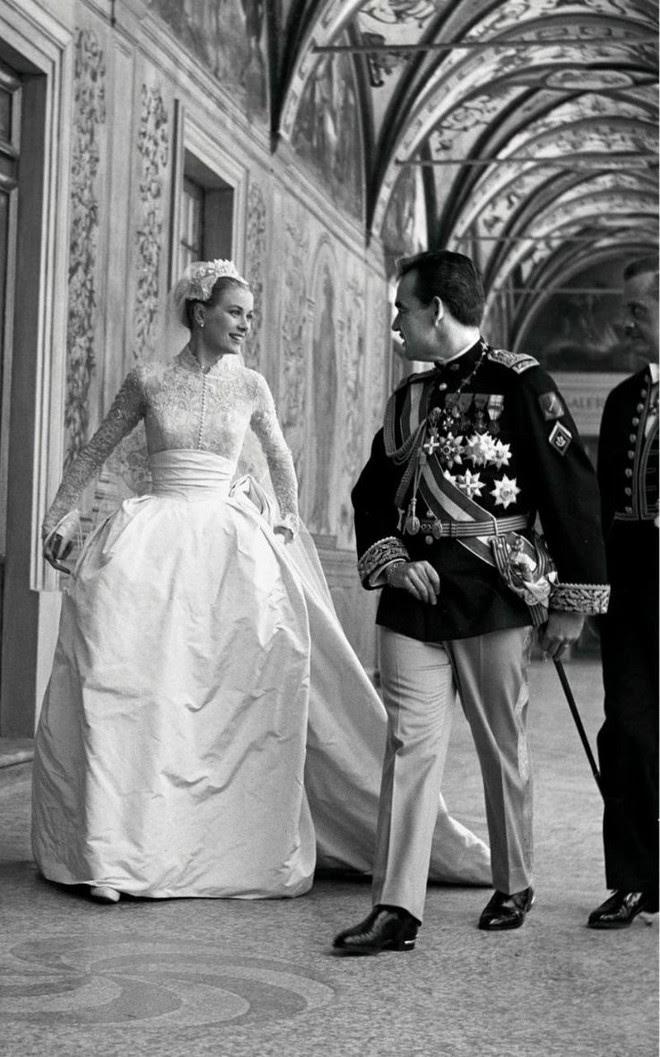 Điều bí ẩn gì đằng sau mẫu váy cưới Công nương Grace Kelly khiến cả thế giới sau 60 năm vẫn mê mẩn đến vậy - Ảnh 14.