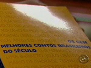 Escola se recusa a distribuir livro no interior de SP