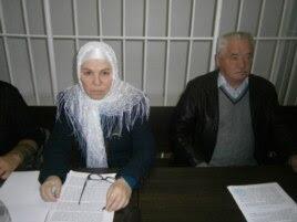 Фәүзия Бәйрәмова һәм яклаучысы Әнәс Батаев белән