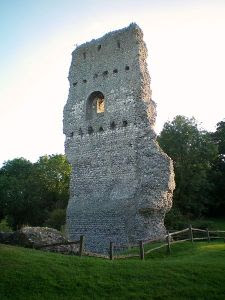 Remains of Bramber Castle (Wikimedia)