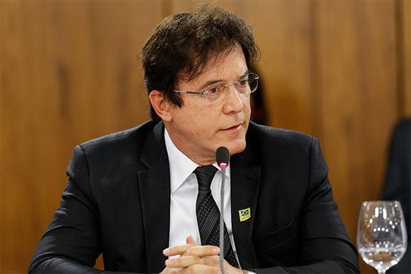 MP ingressa com ação contra Robinson por abuso de poder político e econômico