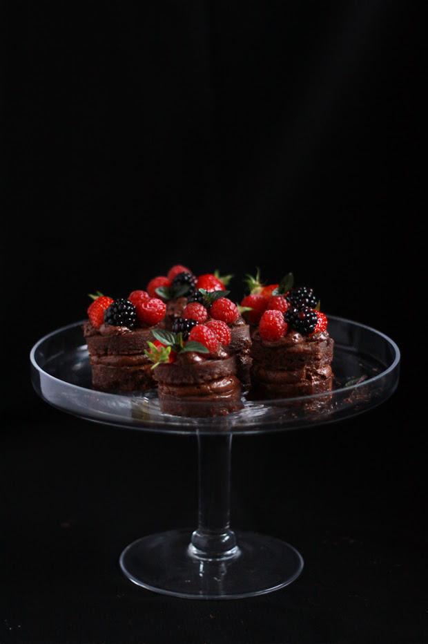 Mini Layer Cake Chocolate Mousse MINIS frutta rouges2 STRATO DI TORTE MOUSSE AL CIOCCOLATO E FRUTTA ROSSA FOOD BATTLE # {8}