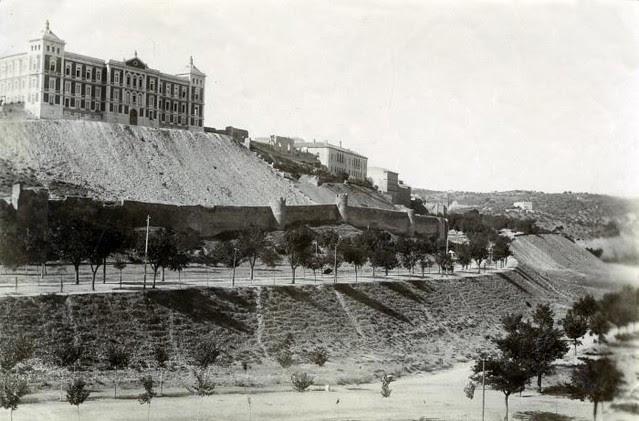 Palacio de la Diputación y Paseo de Recaredo en junio de 1905. Fotógrafo anónimo. Colección Luis Alba. Ayuntamiento de Toledo
