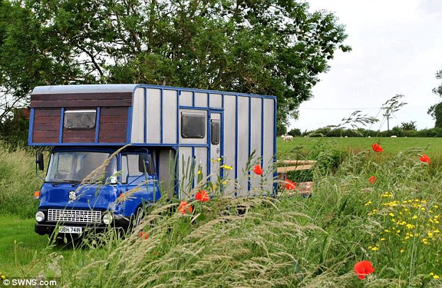 Is this Britain's smallest hotel? Farmers convert 40-year-old horsebox
