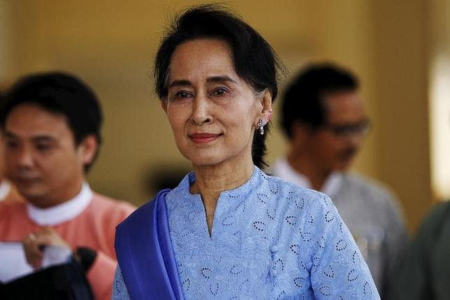 Myanmar's pro-democracy leader Aung San Suu Kyi smiles as she arrives for a parliament session in Naypyidaw April 3, 2015.  REUTERS/Soe Zeya Tun